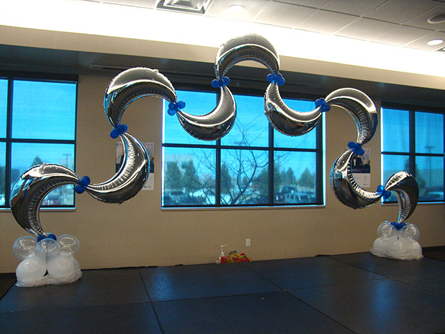 half-moon-balloon-arch