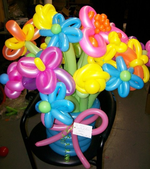 large-twisted-balloon-flower-arrangement