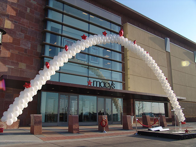 macys-grand-opening-balloon-arch
