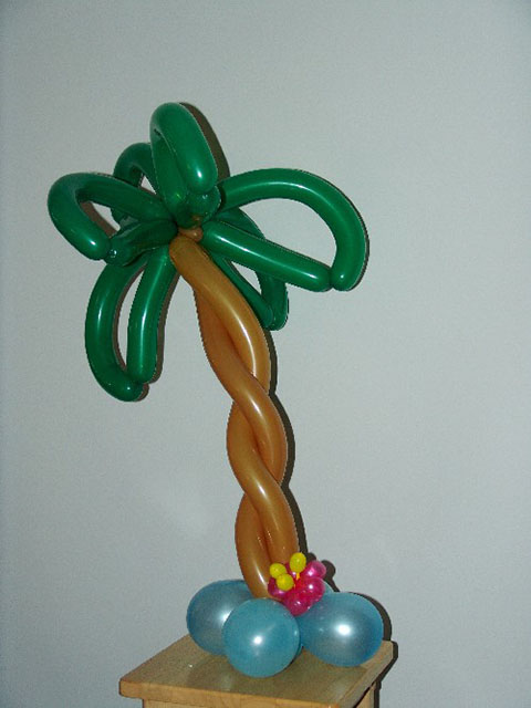 palm-tree-tropical-balloon-centerpiece