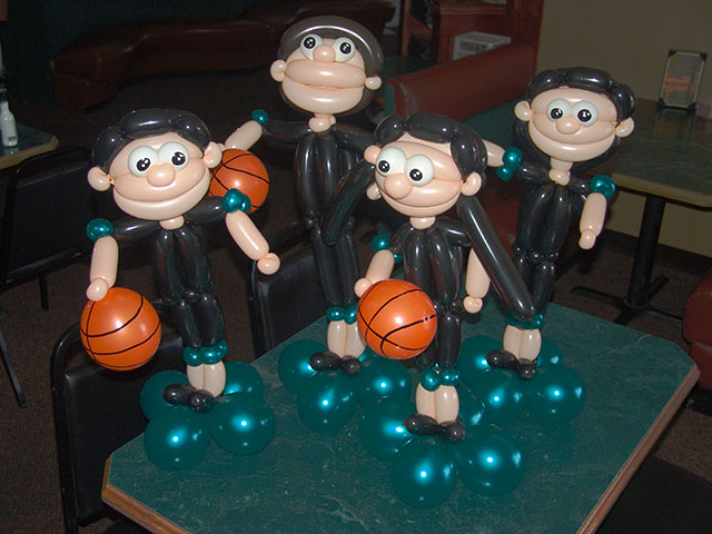 twisted-balloon-basketball-players