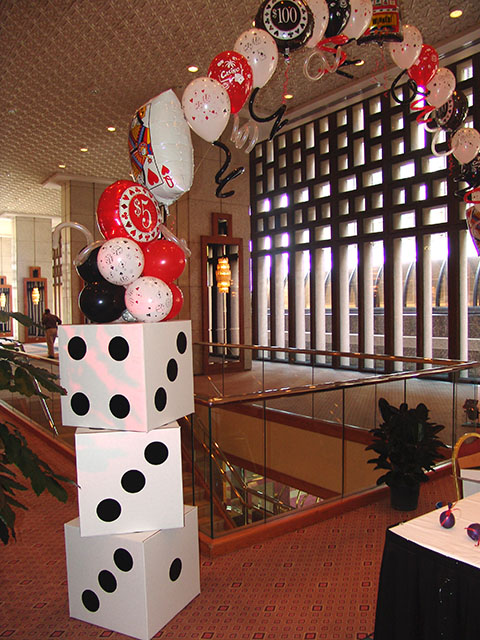 roll-the-dice-balloon-arch