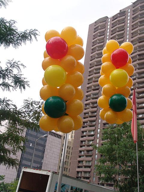traffic-light-balloons-in-denver-2
