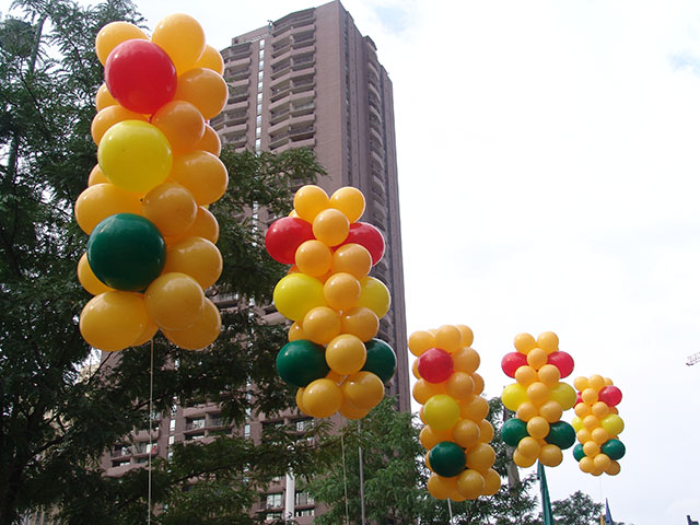 traffic-light-balloons-in-denver