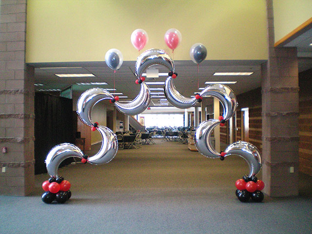 unusual-balloon-arch