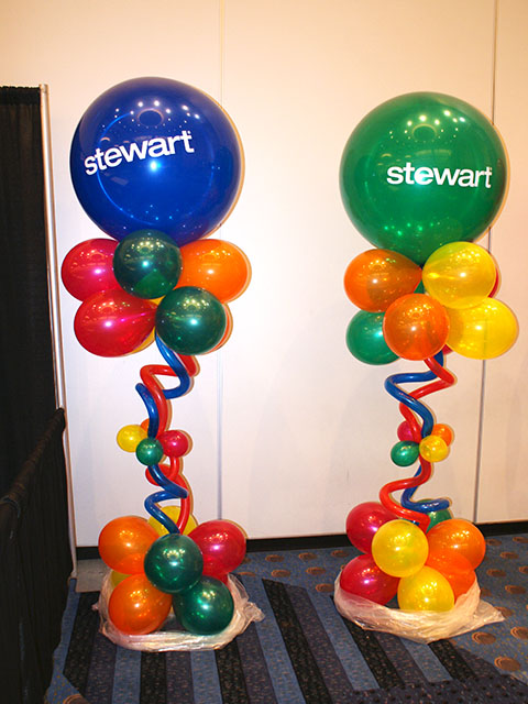 fun-and-funky-balloon-columns
