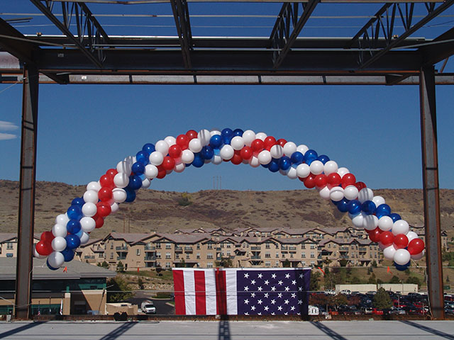 red-white-blue-spiral-balloon-arch